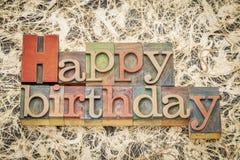 Joyeux anniversaire dans le type en bois de letterpess Photo stock