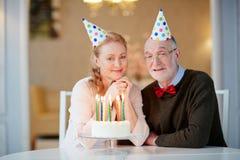Joyeux anniversaire supérieur de Cerebrating de couples Photos libres de droits