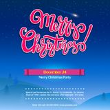 Joyeux fond de fête de Noël avec le lettrage Paysage d'hiver de nuit avec des sapins Affiche pour l'événement de vacances, prête Images libres de droits