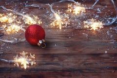 Joyeux Noël, carte de voeux de nouvelle année, flocon de neige léger de guirlande Photo stock