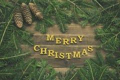 Joyeux Noël d'inscription sur un fond en bois La vue a fait o photo stock