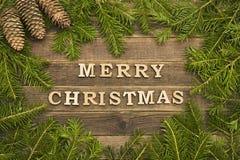 Joyeux Noël d'inscription sur un fond en bois La vue a fait o photographie stock libre de droits