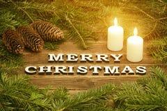 Joyeux Noël d'inscription sur un fond en bois Vue de sapin photographie stock libre de droits