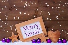 Joyeux Noël de Noël des textes pourpres de décoration, flocons de neige Photographie stock
