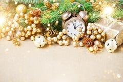 Joyeux Noël et bonne année Un fond du ` s de nouvelle année avec des décorations de nouvelle année Carte du ` s de nouvelle année photos libres de droits