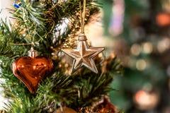 Joyeux Noël et coeur et étoile de bonne année photos stock