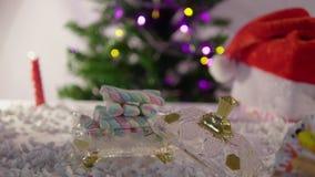 Joyeux Noël heureux avec la longueur de sapin banque de vidéos