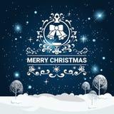 Joyeux Noël marquant avec des lettres au-dessus du ciel nocturne de neige de Forest Background Trees Covered With d'hiver Image stock