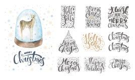 Joyeux Noël marquant avec des lettres plus d'avec des flocons de neige et des cerfs communs Tiré par la main Images stock