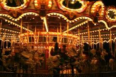 Joyeux vont le rond la nuit Photos stock