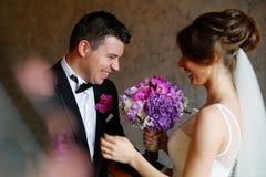 Joyful bridal couple Royalty Free Stock Photography
