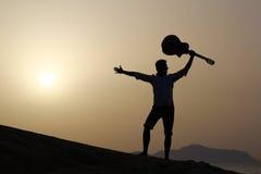 joyful gitarrist Arkivbild