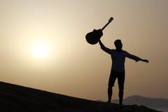 joyful gitarrist Arkivbilder
