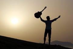joyful gitarrist Royaltyfri Fotografi