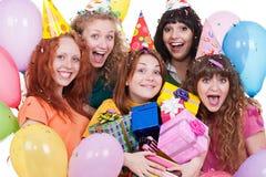 joyful kvinnor för gåvor Fotografering för Bildbyråer