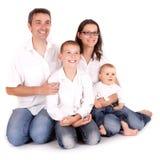 Joyful lycklig familj Royaltyfria Foton