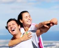 joyful skratta för par fotografering för bildbyråer