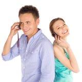 joyful telefonsamtal för par Arkivfoto