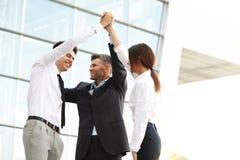 JPG + vektorabbildung Erfolgreicher Team Celebrating ein Abkommen stockfotos