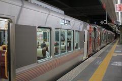 JR-de trein wacht bij het platform Stock Foto