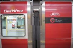 JR-de trein wacht bij het platform Royalty-vrije Stock Foto