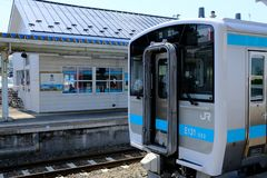JR trein bij ZELFDE Post wordt tegengehouden die stock foto