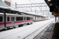 JR wschód 701 seria commutor pociągu przy Hirosaki stacją, Aomori, J Obraz Stock