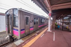 JR wschód 701 seria lokalnego pociągu przy Kakunodate Fotografia Stock