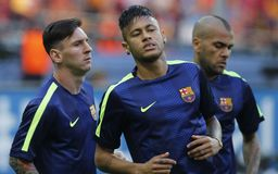 JR y Dany Alves FC Barcelone de Lionel Messi, de Neymar Imagen de archivo