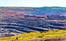 Järnmalm som bryter i det Mikhailovsky fältet inom Kursk magnetiska Anom Fotografering för Bildbyråer