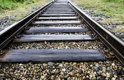 Järnväg efter regn Arkivbild
