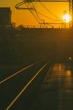 Järnvägen spårar på solnedgången Royaltyfri Bild
