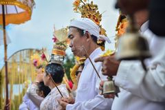 Jro Mangku ` s bawić się Genta dla Hinduskiego rytuału Zdjęcie Royalty Free