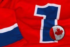 Jérsei e arruela de Canadá do hóquei Fotografia de Stock Royalty Free