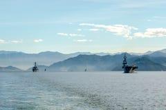JS Ise, distruttore classe Hyuga dell'elicottero della forza di autodifesa marittima del Giappone naviga nel porto di Padang immagine stock