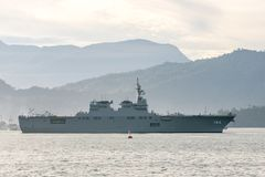 JS Ise, hyuga-Klasse helikoptertorpedojager van Maritieme Zelf van Japan - de zeilen van de defensiekracht in de Padang-haven royalty-vrije stock fotografie