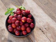 Ju-Li della prugna la frutta è simile alle specie rosse di Luang di divieto Ma il risultato sarà più piccolo immagini stock libere da diritti