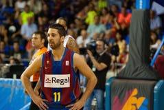 Juan Carlos Navarro joga a equipa de basquetebol de TAU Vitoria dos againts Imagem de Stock