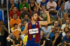 Juan Carlos Navarro spielt againts TAU Vitoria-Basketball-Team Lizenzfreie Stockfotografie