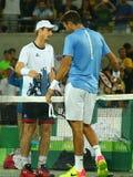 Juan Martin Del Potro R beglückwünscht olympischen Meister Andy Murray von Großbritannien mit seinem Sieg an Männer ` s Einzelfin Lizenzfreie Stockfotografie