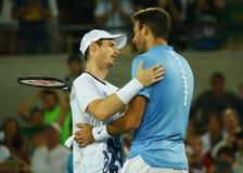 Juan Martin Del Potro R wenst Olympische kampioen Andy Murray van Groot-Brittannië met zijn overwinning bij mensen ` s uitkiest g stock afbeeldingen