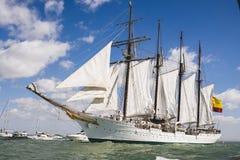 Juan Sebastian Elcano die in de baai van Cadiz, Spanje varen stock fotografie