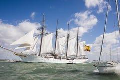 Juan Sebastian Elcano żeglowanie w zatoce Cadiz, Hiszpania Obrazy Stock