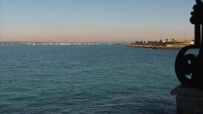 Juan Sebastian Elcano Port de la salida de Cádiz almacen de video