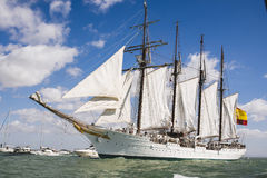 Juan Sebastian Elcano-Segeln in der Bucht von Cadiz, Spanien stockfotografie