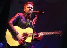 Juanes wykonuje w koncercie obraz stock