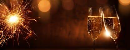 Jubel med champagne för nytt år royaltyfria foton