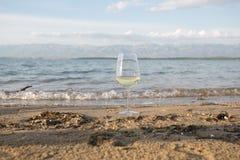 Jubel till den bra sommarsäsongen på kusten royaltyfri foto