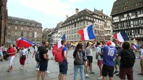 jubelen van verdedigers met Frans vlaggenvierkant stock video