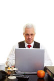 Jubilado con la computadora portátil Imagen de archivo libre de regalías
